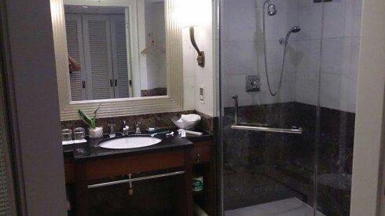 Jin Jiang Hotel : 部屋を入って直ぐのバスルーム
