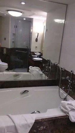 Jin Jiang Hotel : 深くて有り難いバスタブ