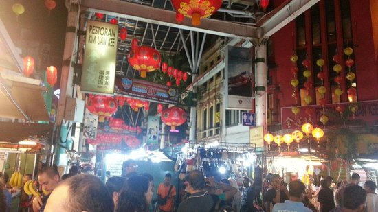 Hotel China Town 2 : Just walk down from hotel lobby and checkin bargain bazar !!!