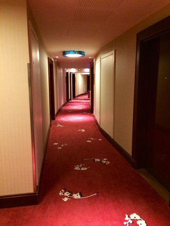 Relais Spa Paris-Roissy CDG: Hall way to hotel rooms
