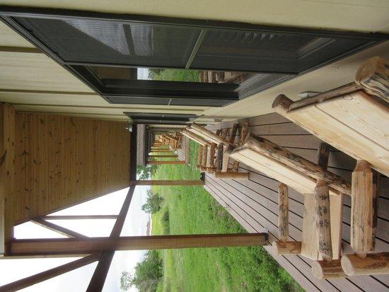 Cedar Pass Lodge : Enjoyable Area to Sit Outside - Cedar Park Lodge