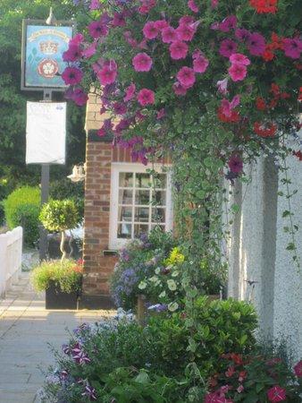 Essendon, UK: A warm Welcome awaits