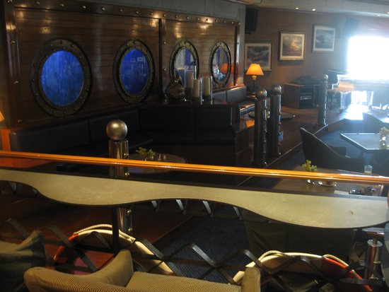 Grand Hyatt Muscat: John Barry Bar