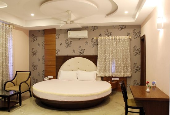 5 Star Hotel In Delhi The Leela Ambience Convention