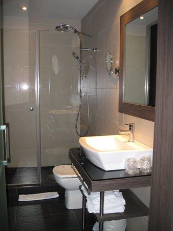 Hotel Oasis : Propere, nette badkamer