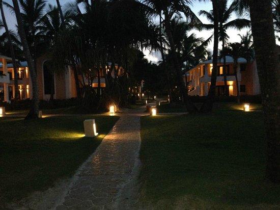 Bavaro Princess All Suites Resort, Spa & Casino : Вечером