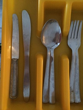 Aelia by Eltheon: Stained, tarnished, old cutlery. Wouldn't call this 'A' class!