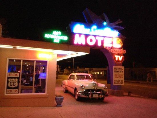 Blue Swallow Motel : lobby