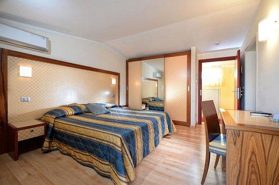 camera 3° piano hotel Junior con terrazza vista mare