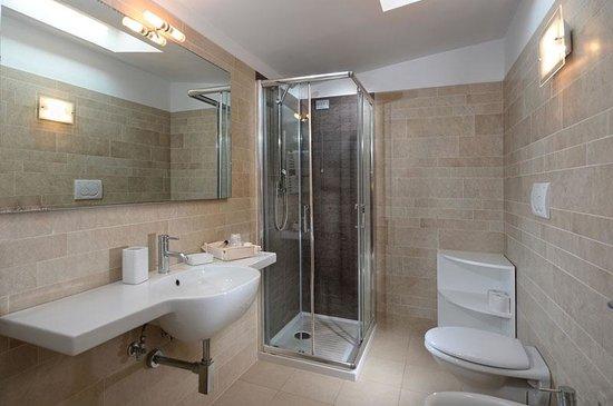 bagno camera 3° piano hotel Junior con vista mare