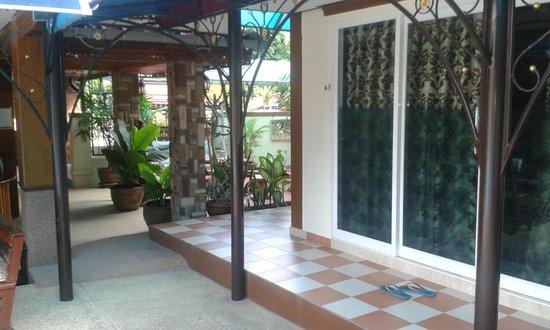 Mai Thai Guest House: Outside