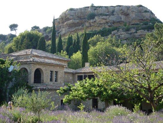 Un aper u de la vue picture of garrigae abbaye de sainte for Abbaye sainte croix salon