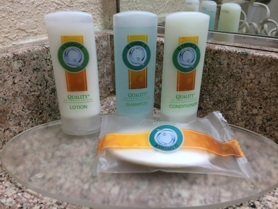 Quality Inn & Suites Thousand Oaks: Shampoo, Conditioning, and Body Lotion! Yes!