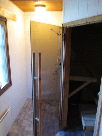 Visulahti: Sauna with showers