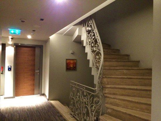 Hotel Arcadia Blue: лестница