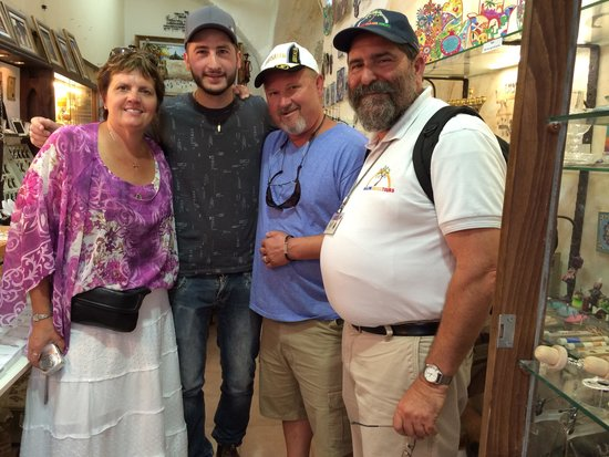 Shalom Israel Day Tours : Mordecai is with use shopping in Tzfat..