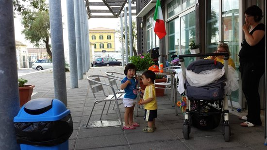 Gelateria La Grotta Blu: Our little boy with the owner's grandaughter