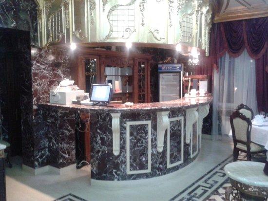Villa Arte Hotel: baren/matsal