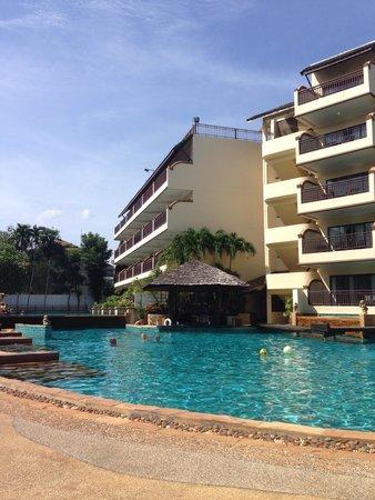 Krabi La Playa Resort: View of pool