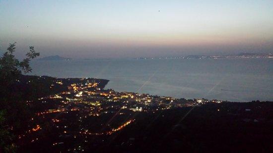 Ristorante Santa Croce Al Picco: Vista sul golfo e Sorrento