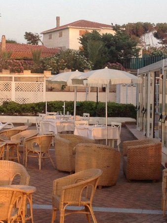 La Plage Noire Hotel & Resort : Cena a bordo piscina - Ottima cucina