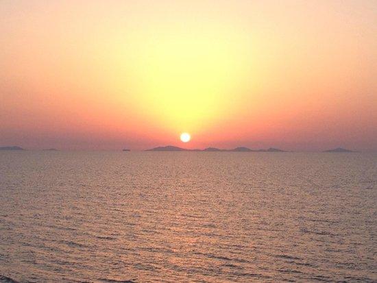 La Plage Noire Hotel & Resort : Il tramonto con all'orizzonte l'siola dell'Asinara