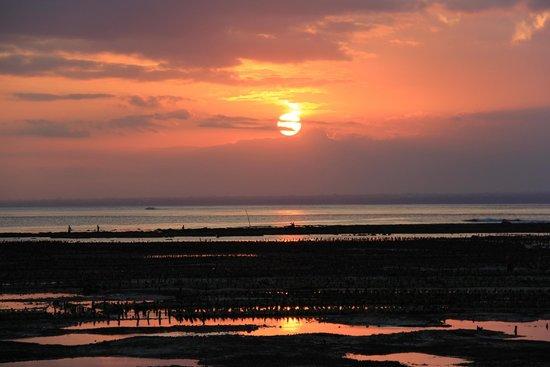 Tarci Bungalow : Sunset toward Bali