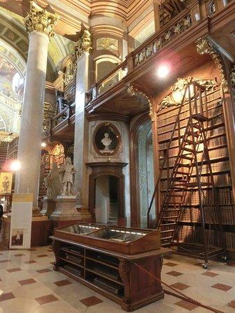 Интерьер Prunksaal Nationalbibliothek