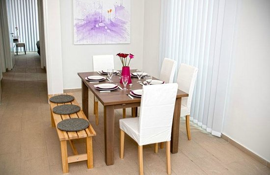Napian Suites : Modern Dining Area