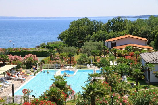 Residence Apparthotel San Sivino : The new pool in the middle of the garden