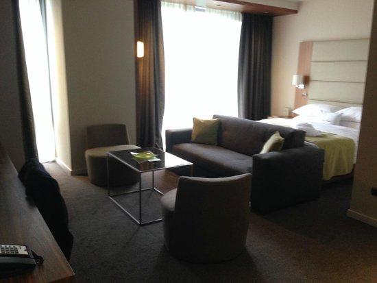 DoubleTree by Hilton Hotel Zagreb: Sofa & Bed