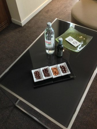 DoubleTree by Hilton Hotel Zagreb: Room snacks