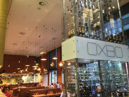 DoubleTree by Hilton Hotel Zagreb: Bar area