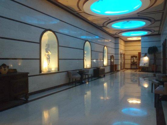 Atlantica Bay Hotel: resturant loby