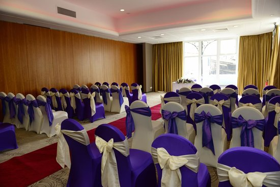 Holiday Inn Ellesmere / Cheshire Oaks: Mercer 2 Suite set for a Civil Ceremony