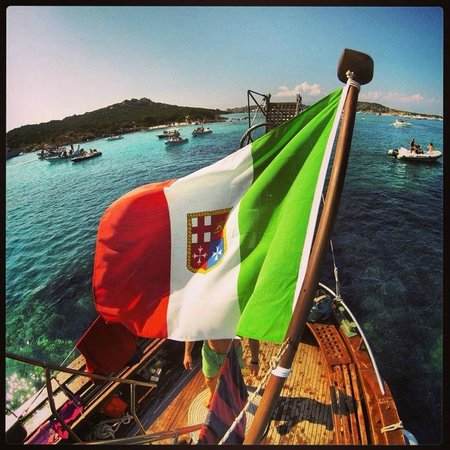 MJ Tours : Moto Nave Città di Chiavari - MjTours.it - La Maddalena - Sardegna