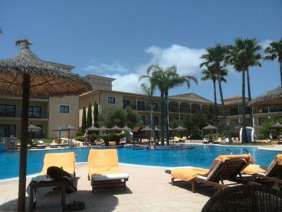 SENTIDO Mallorca Palace: zona de piscinas