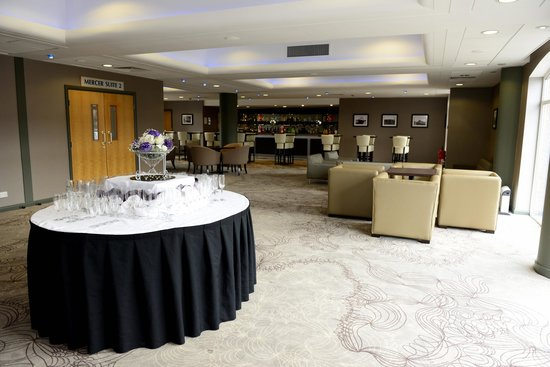 Holiday Inn Ellesmere / Cheshire Oaks: Mercer Bar area