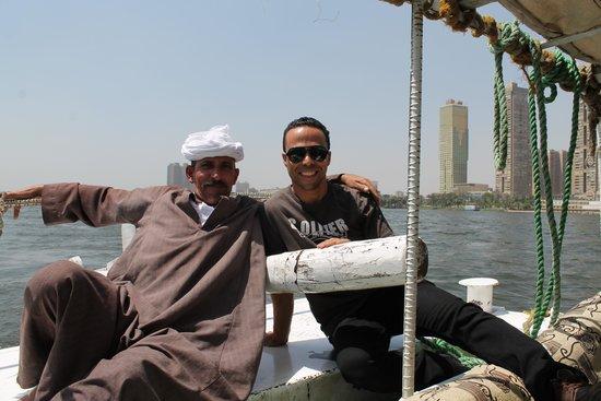 Egypt Excursions Online - Day Tours: Ahmed und unser Kapitän bei der Nilfahrt