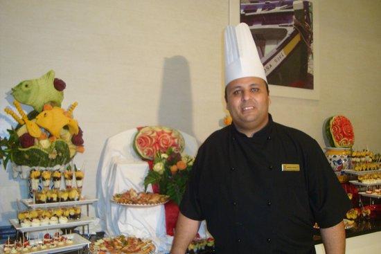 Vincci Helios Beach : chef Mehdi et son artistique cocktail
