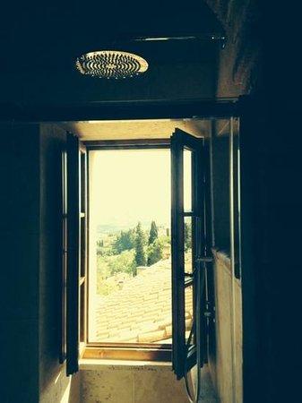 Al Pozzo dei Desideri: shower with a view