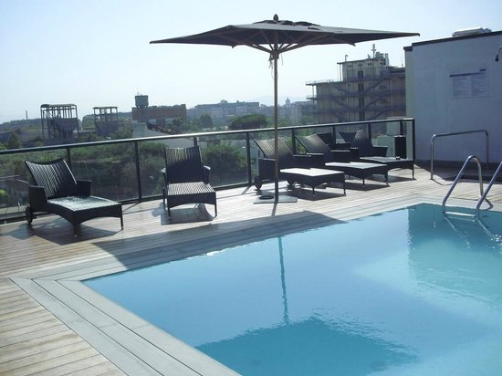 H10 Roma Citta: roof top swimming pool