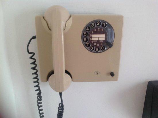 Hotel Sacramora: dettagli: telefono in camera