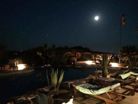 La Rosa dei Venti: luna piena a bordo piscina