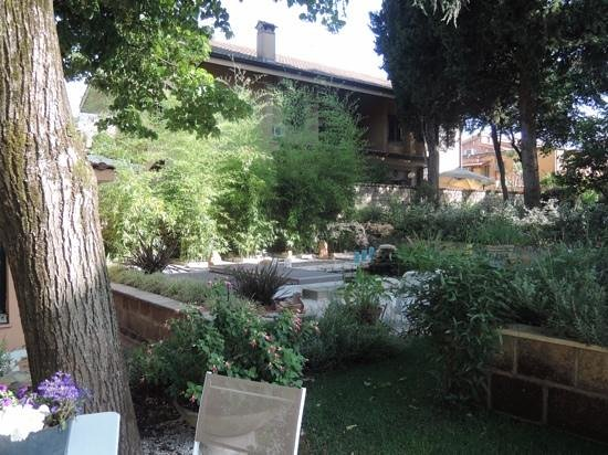Appia Antica Resort: Relax in the garden. I did