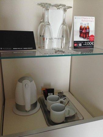 Pullman Berlin Schweizerhof: Coffee & tea facilities