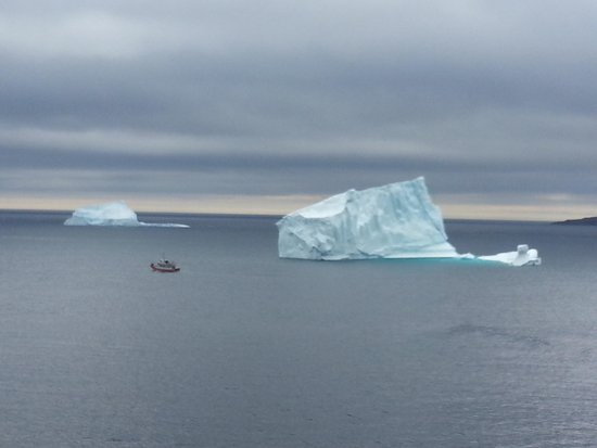 Fort Amherst Lighthouse: Icebergs Fort Amherst