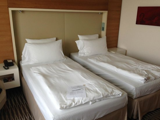 Pullman Berlin Schweizerhof: Twin bed
