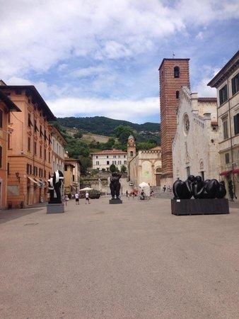B&B  Le Villi : Pietrasanta, Art on the streets.