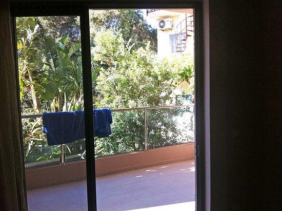 Libyan Princess: Vista dalla camera sul terrazzo che dà sul giardino
